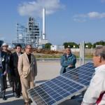 ソーラーパネルと発電施設