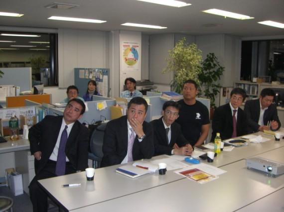 後ろに見えるのは日本ビルケアの社員さん