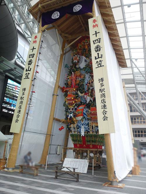 貴重!博多祇園山笠土居流の棒締めの様子です。